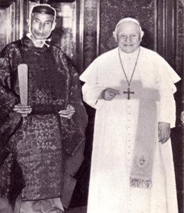 Antipapa Giovanni XXIII con uno Scintoista in Vaticano